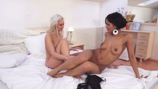 Blonde slut Isabella Chrystin make her brunette girlfriend Isabella Chrystin moan with pleasure
